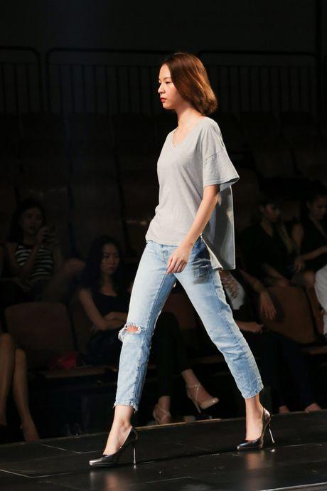 Minh Tu dien quan tut lo han underwear, chi dao Phi Phuong Anh tap catwalk - Anh 6