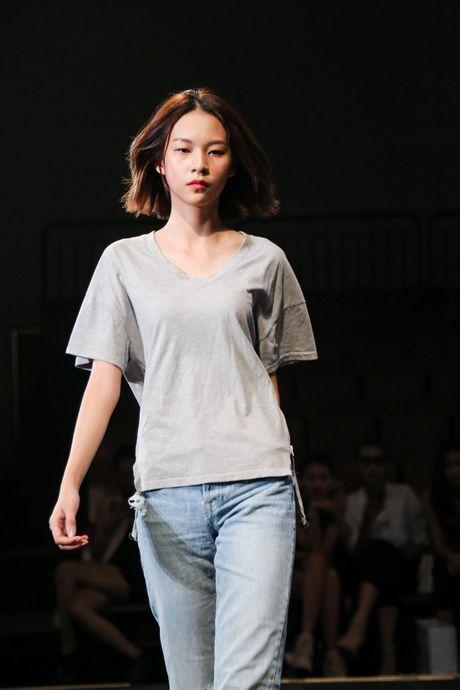 Minh Tu dien quan tut lo han underwear, chi dao Phi Phuong Anh tap catwalk - Anh 7