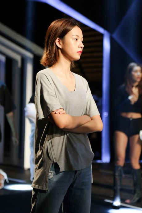 Minh Tu dien quan tut lo han underwear, chi dao Phi Phuong Anh tap catwalk - Anh 8