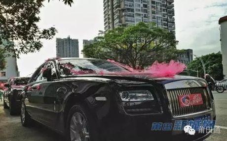 Dam cuoi nha giau toan Rolls-Royce sieu sang, co dau co deo triu vang - Anh 7