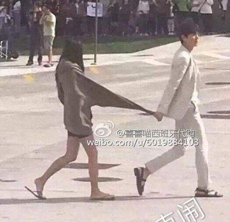 Lee Min Ho bo vo giua bien, tien ca Jeon Ji Hyun boi loi tung tang - Anh 15