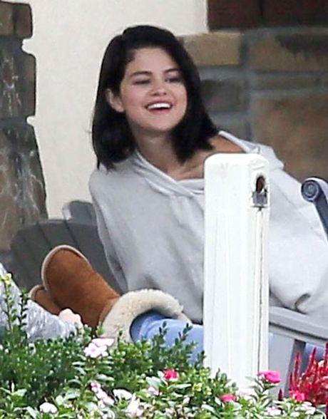 Selena Gomez bi bat gap hut thuoc phi pheo ben ngoai trung tam cai nghien - Anh 7