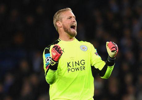 Thang tran thu 3, Leicester viet tiep co tich o chau Au - Anh 9