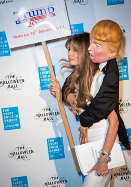 Nu nha bao ban hinh nom Donald Trump de giup do nguoi ti nan - Anh 2