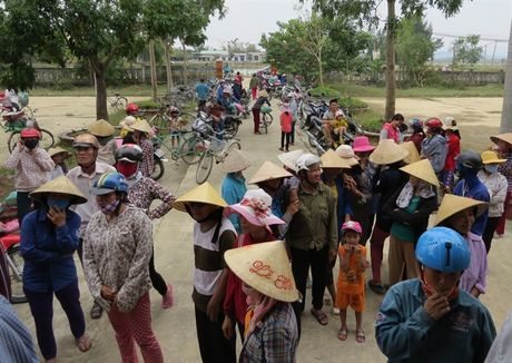 Chung suc cung ba con vung lu Quang Binh - Anh 4