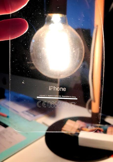 iPhone 7 mau den bong gap van de moi, de dang bong troc thuong hieu iPhone o mat sau - Anh 1