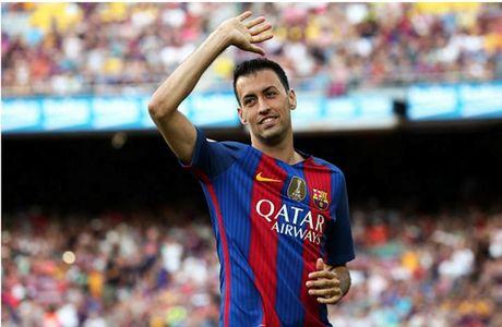 Doi hinh ket hop Barca - Man City: 'Ga khong lo' len ngoi - Anh 6
