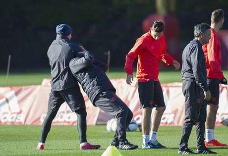 """Chuan bi Europa League, Rooney hoc """"danh lon"""" - Anh 1"""