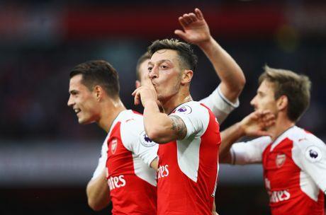 Oezil lan dau lap hat-trick, Arsenal de bep Ludogorets - Anh 1