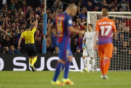 Messi lap hat-trick giup Barca de bep Man City 4-0 - Anh 5