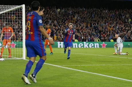 Messi lap hat-trick giup Barca de bep Man City 4-0 - Anh 7