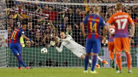 Messi lap hat-trick giup Barca de bep Man City 4-0 - Anh 9
