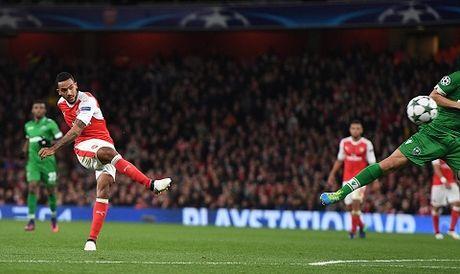 Arsenal 6–0 Ludogorets: Oezil lap hat-trick, 'Phao thu' dai thang kieu tennis - Anh 3