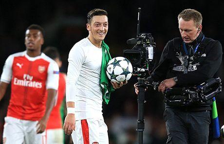 Arsenal 6–0 Ludogorets: Oezil lap hat-trick, 'Phao thu' dai thang kieu tennis - Anh 8