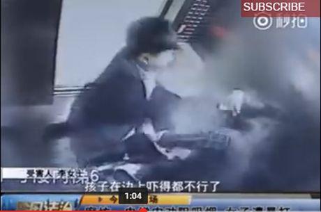 Nhắc nhở đừng hút thuốc gần trẻ con, người phụ nữ bị gã đàn ông đánh thậm tệ