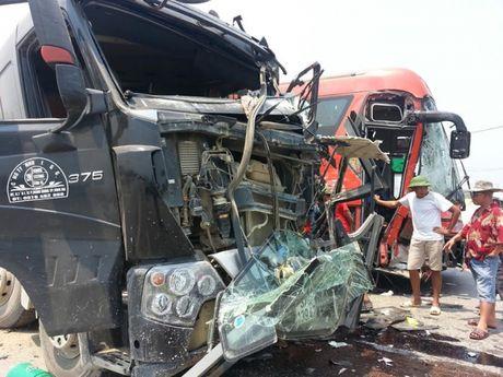 Khánh Hòa: 2 xe gây tai nạn còn hạn kiểm định