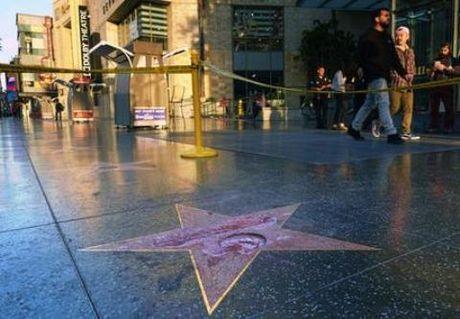 Bắt người phá ngôi sao của Donald Trump trên Đại lộ Danh tiếng Hollywood