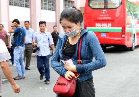 Nguoi ham mo TP.HCM khong ngai nong buc xep hang mua ve xem U.20 Viet Nam - Anh 10