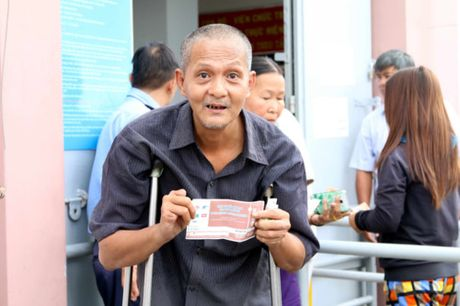 Nguoi ham mo TP.HCM khong ngai nong buc xep hang mua ve xem U.20 Viet Nam - Anh 13