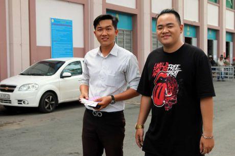 Nguoi ham mo TP.HCM khong ngai nong buc xep hang mua ve xem U.20 Viet Nam - Anh 14