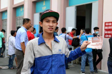 Nguoi ham mo TP.HCM khong ngai nong buc xep hang mua ve xem U.20 Viet Nam - Anh 16