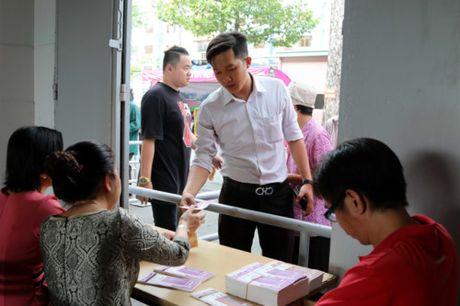 Nguoi ham mo TP.HCM khong ngai nong buc xep hang mua ve xem U.20 Viet Nam - Anh 6