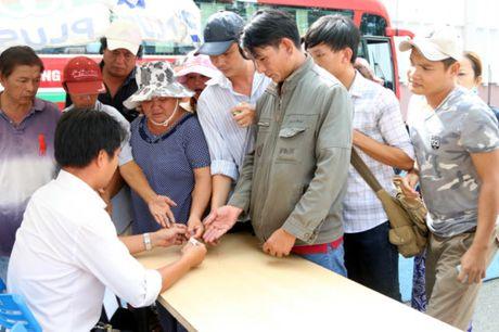 Nguoi ham mo TP.HCM khong ngai nong buc xep hang mua ve xem U.20 Viet Nam - Anh 7