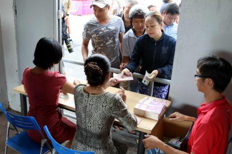 Nguoi ham mo TP.HCM khong ngai nong buc xep hang mua ve xem U.20 Viet Nam - Anh 9