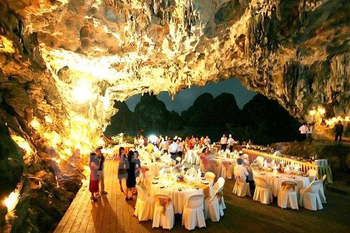 Hang động của di sản Vịnh Hạ Long bị biến thành... nhà hàng