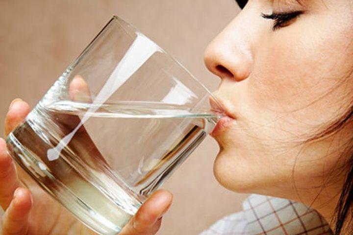 drinking water from glass க்கான பட முடிவு